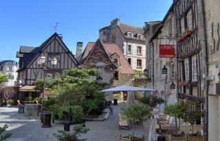 Visit Caen and its old districts